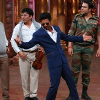 Shah Rukh Khan strikes his signature pose during the Promotions of 'Fan' on 'Comedy Nights Bachao!