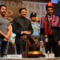 Aamir Khan and Vishwanathan Anand at Hridaynath Mangeshkar Award 2016