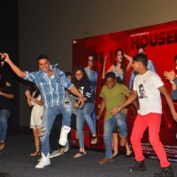 Akshay Kumar and Jacqueline Fernandes dances with Journalists at Press Meet of 'Housefull 3'
