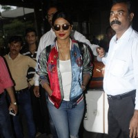 Priyanka Chopra spotted at Airport!