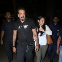Sanjay Dutt with Manyata Dutt spotted at airport!