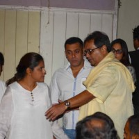 Salman Khan and Subhash Ghai at prayer meet of  Rajat Barjatya