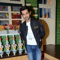 Arjan Bajwa Promotes 'RUSTOM' at The Kapil Sharma Show