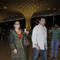 Vidya Balan snapped at AirportVidya Balan snapped with Siddharth Roy Kapur at Airport