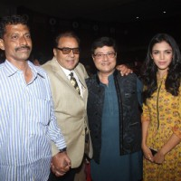 Sachin Pilgaonkar, Shriya Pilgaonkar and Dharmendra Singh Deol at Entertainment Trade Awards 2016
