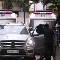 Shahid Kapoor snapped Outside Hinduja Hospital!