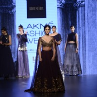 The delightful Ileana D'Cruz Sizzles at Lakme Fashion Show Day 5