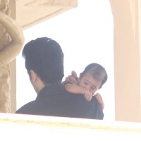 Tusshar Kapoor Snapped with his Baby!