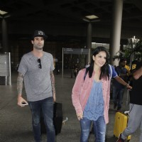 Sunny Leone AND husband Daniel Webber Snapped at Airport!