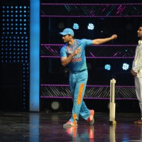 Sushant Singh Rajput at Promotion of 'M.S. Dhoni: The Untold Story' on sets of Dance Plus 2