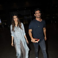 Sushant Singh and Kriti Sanon snapped at the airport!