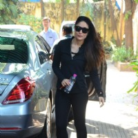 Kareena Kapoor looks stunning outside her gym