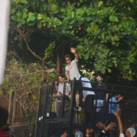Shah Rukh Khan outside Mannat on his big day!