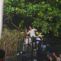 Shah Rukh Khan meets his fans