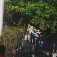 Shah Rukh Khan flys a kiss for his fans