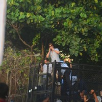 Shah Rukh Khan's presence makes the fans happy