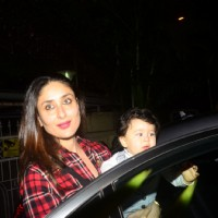 Candid picture of Kareena and Taimur