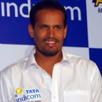 Tata Indicom Brand Ambassador Yusuf Pathan showcases Photon - Mobile broadband services in Kolkata on Monday 17th Aug 09