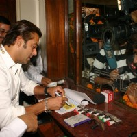 "Bollywood Star Salman Khan selling tickets for his upcoming film ""London Dreams"" at Delite Theatre in New Delhi on Monday 26 Oct 2009 