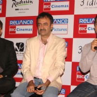Aamir Khan, Rajkumar Hirani and Abhijat Joshi a at press-meet to promote film ''''3-idiots'''',at Noida