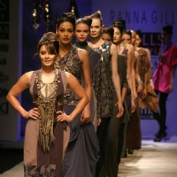 Bollywood actor Minissha Lamba showcasing designer Ranna Gill,s creation at the Wills Lifestyle India Fashion Week-2010, in New Delhi