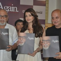 Aishwarya Rai Bachchan unveils Pritish Nandy''s Book Again at Crossword, Mumbai