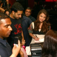 "Abhishek Bachchan and Aishwarya Rai Bachchan while promoting their film ""Raavan"" in Ambience Mall, Gurgaon Sunday 