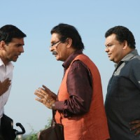 Akshay Kumar talking to Asrani | Khatta Meetha(2010) Photo Gallery