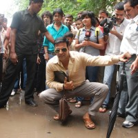 Akshay Kumar inspecting the Roads of Mumbai as Sachin Tichkule of ''Khatta Meetha'' | Khatta Meetha(2010) Event Photo Gallery