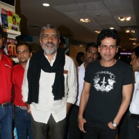 Prakash Jha and Manoj Bajpai at Raajneeti DVD launch at Reliance Trends, Bandra | Raajneeti Event Photo Gallery