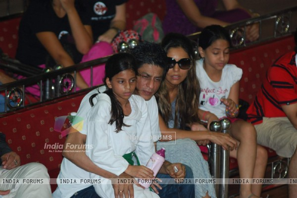 Shahrukh Khan with wife Gauri at 6th National Taekwondo Competition 2010 Juniors & Sub Juniors