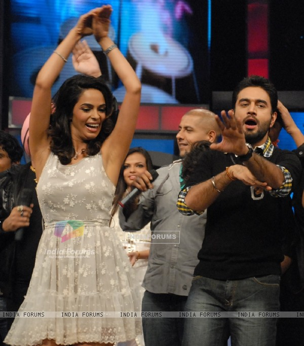 Mallika Sherawat on Zee TV Sa Re Ga Ma Pa Singing Superstar