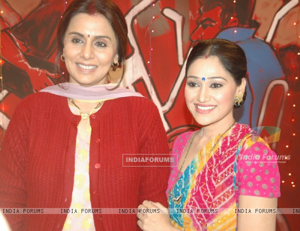 Neetu Kapoor & Disha Vakhani on the sets of Taarak Mehta Ka Ooltha Chashma
