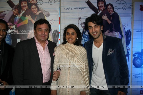 Rishi Kapoor, Neetu Kapoor and Ranbir Kapoor at Do Dooni Chaar premiere (100618)