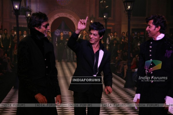 Amitabh Bachchan, Shahrukh Khan and Hrithik Roshan at HDIL India Couture Week 2010