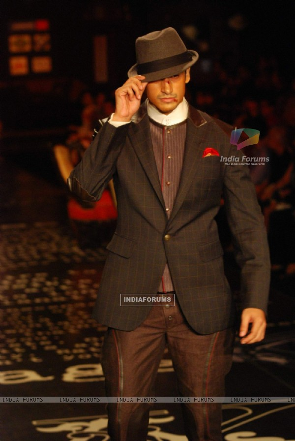 Model walks for Arjun Khanna at HDIL India Couture Week 2010