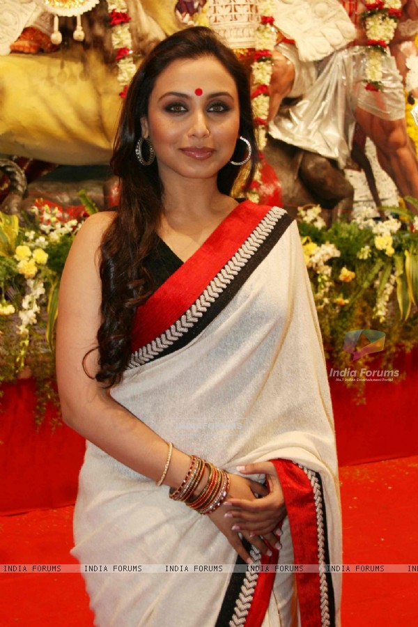 Rani Mukherjee at Durga puja at Santacruz