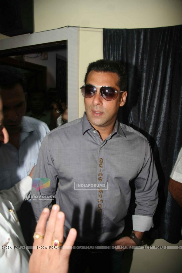 Salman Khan at Milind Deora's Computer Institute donation at Byculla