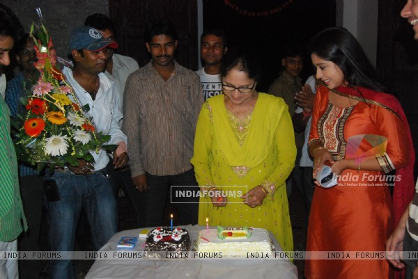 Chand Chupa Badal Mein cast celebrates dadi birthday