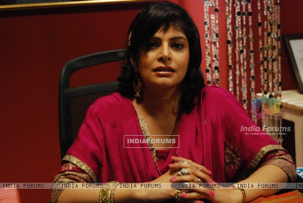 Nupur Alankaar as Sharmilee in Chand Chupa Badal Mein