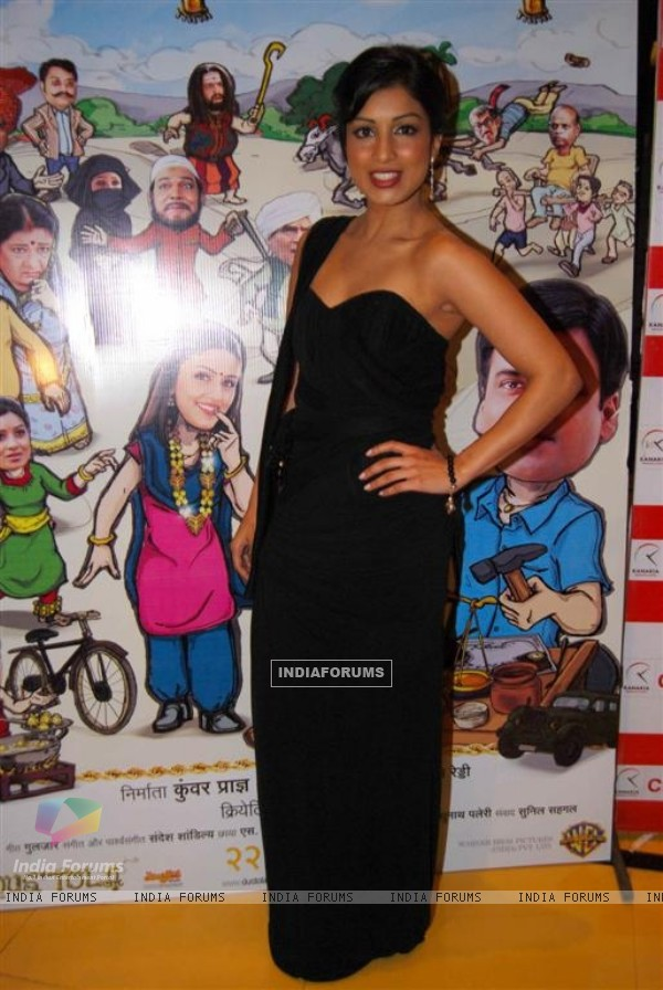 Guest at Premiere of Dus Tola at Cinemax, Mumbai (103029)