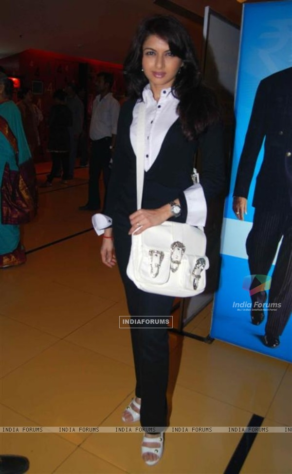 Bhagyashree Patwardhan at Premiere of Dus Tola at Cinemax, Mumbai (103033)