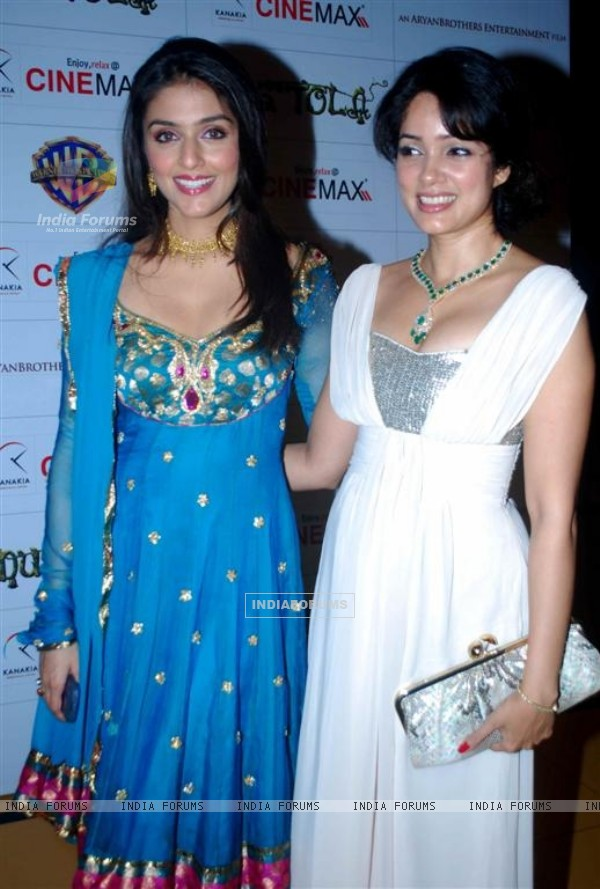 Aarti Chhabria and Vidya Malvade at Premiere of Dus Tola at Cinemax, Mumbai (103035)