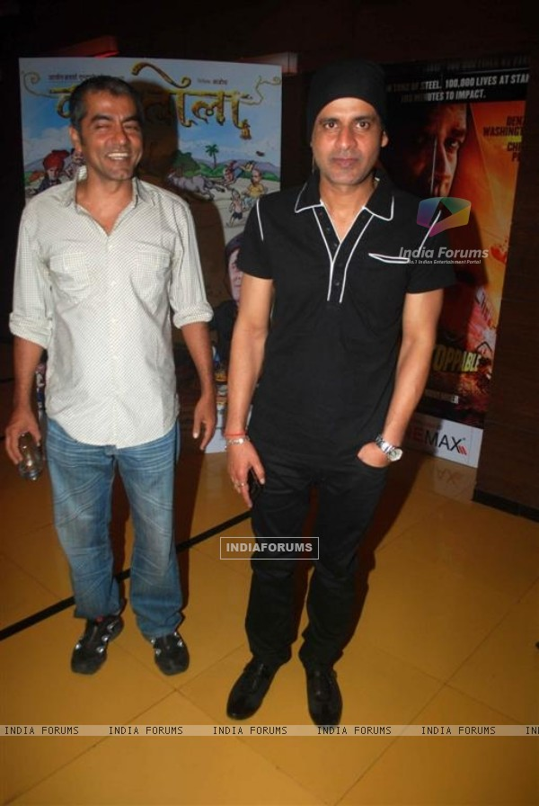 Manoj Bajpai and Asif Basra at Premiere of Dus Tola at Cinemax, Mumbai (103044)