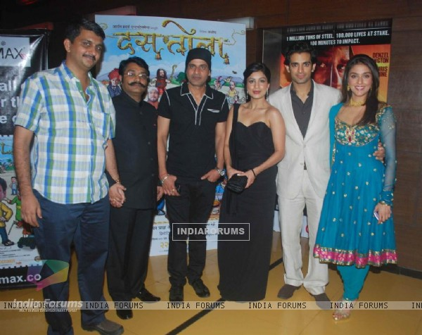 Cast at Premiere of Dus Tola at Cinemax, Mumbai (103045)