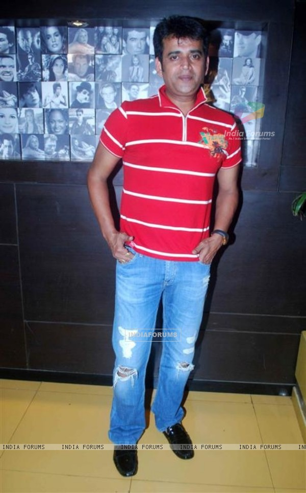 Ravi Kissen at Premiere of Dus Tola at Cinemax, Mumbai (103053)