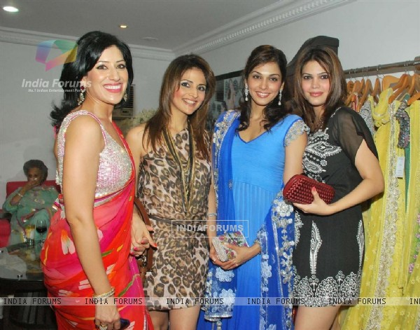 Isha Koppikar & Jwala Gutta at Maheka Mirpuri preview