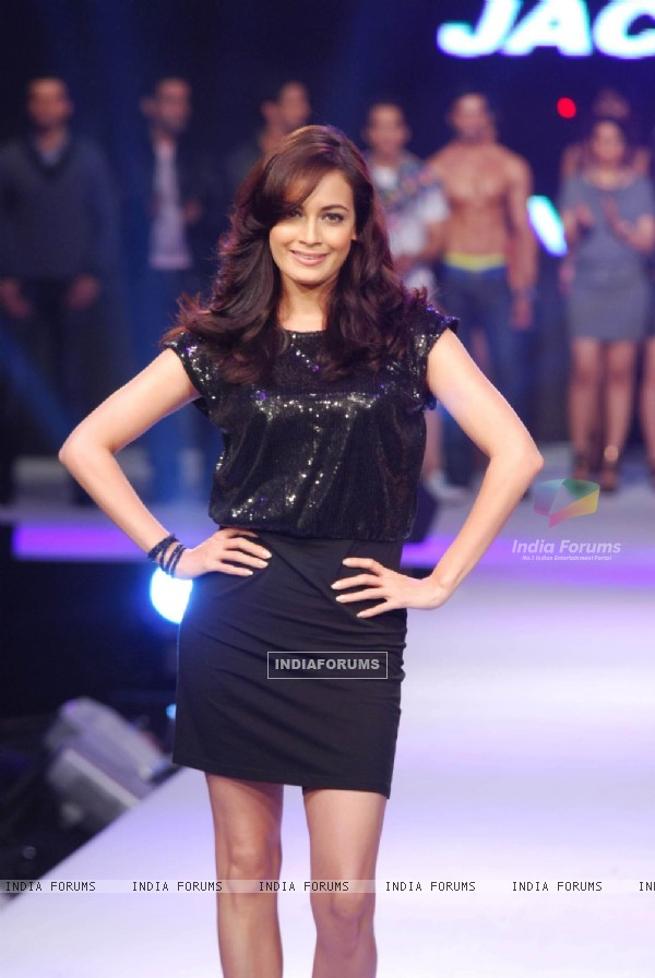 Dia Mirza on Vero Moda show at Mahalaxmi race course
