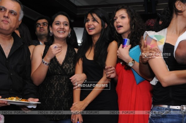 Drashti Dhami and Jennifer in Star One's Dill Mill Gayye party at Vie Lounge