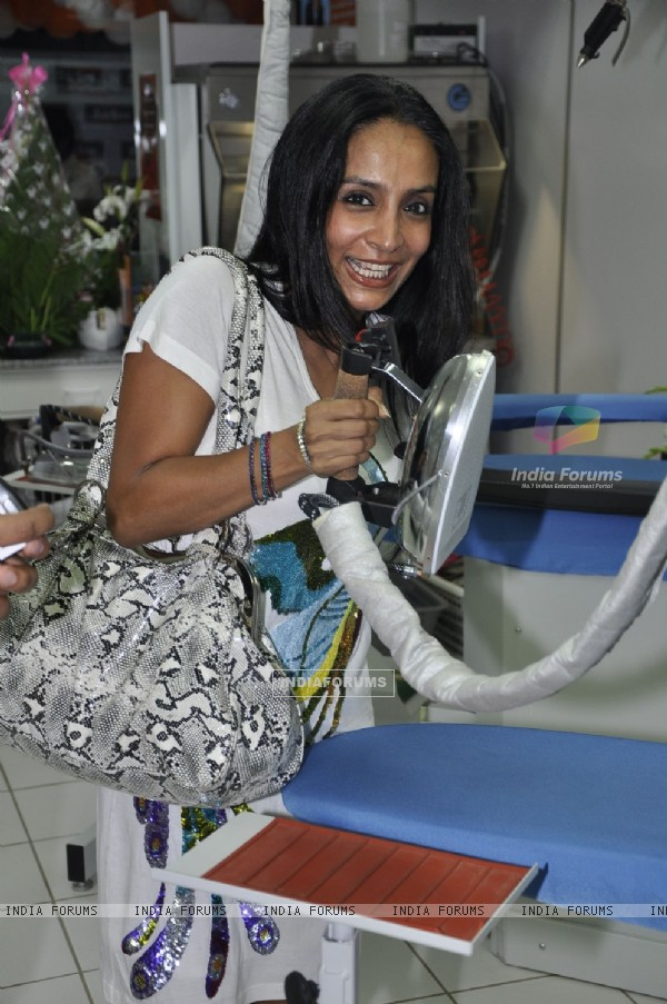 Suchitra Pillai in Jeetendra launches 5 a sec french laundry